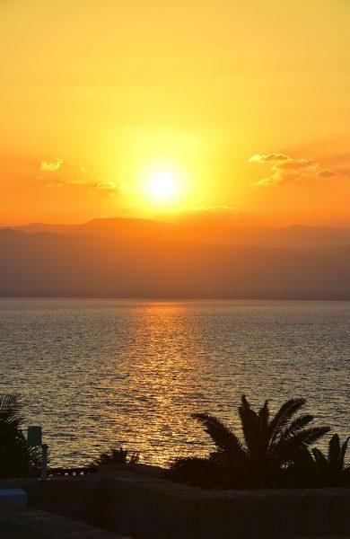 Etter en dupp i det salte vannet hører med en drink i solnedgangen med. Foto: Torild Moland