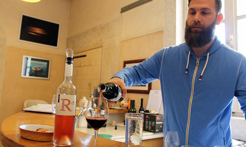 Vinarija Miloš har eget rom for vinsmaking, og holder kurs for dem som ønsker det. Foto: Ida Anett Danielsen