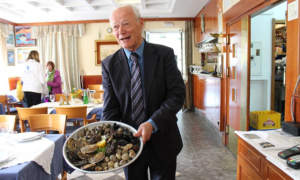 Restaurant Vila Koruna er kjent for sine østers, og henter forøvrig det meste som står på menyen i vannet rett utenfor døren. Foto: Ida Anett Danielsen