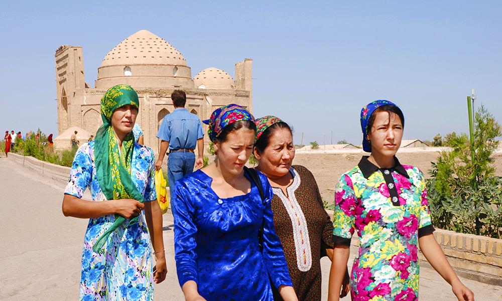Kunya-Urgench er på UNESCOs verdensarvliste, og med blant annet moské og en 60 meter høy minaret er det et populært område å bringe sine bønner. Foto: Grethe Brox-Nilsen