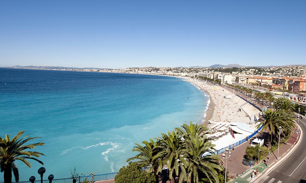 Utsikt over stranda i Nice, en av byens største trekkplastre. Foto: Vue Globale issock OTCN