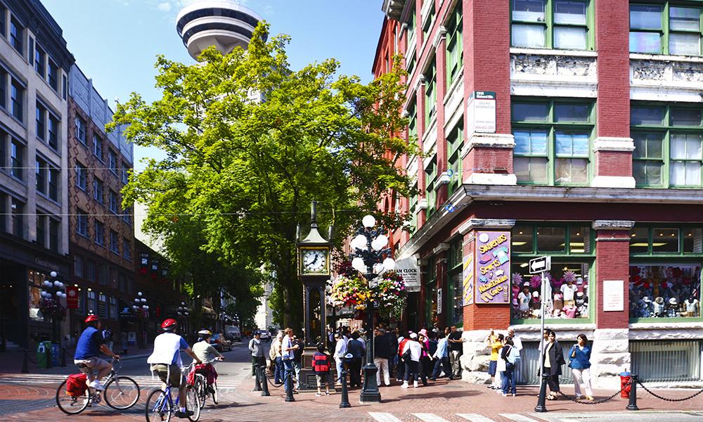 Gastown er Vancouvers eldste bydel, med i dag har trendy butikker flyttet inn i de gamle viktorianske murbygningene. Litt som Vancouvers «Løkka». Foto: iStock