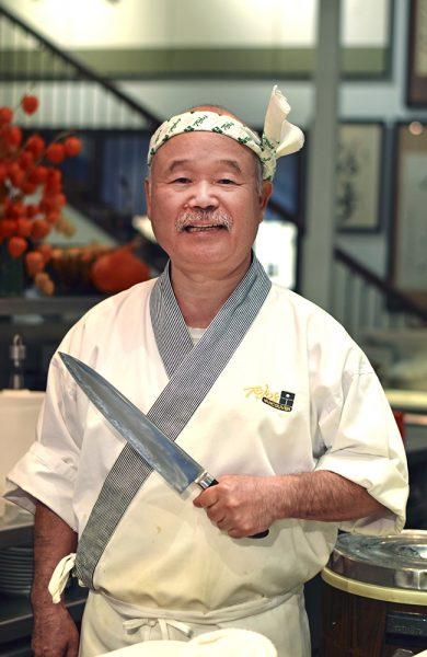 Sushikokk Hidekazu Tojo (67) har servert sushi til både prinsessen av Thailand, Martha Stewart og The Rolling Stones. Foto: Mari Bareksten