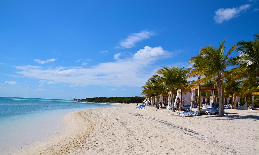 Den bittelille øya CocoCay er én kilometer lang og under 200 meter bred og perfekt for strandløvene. Foto: Mari Bareksten