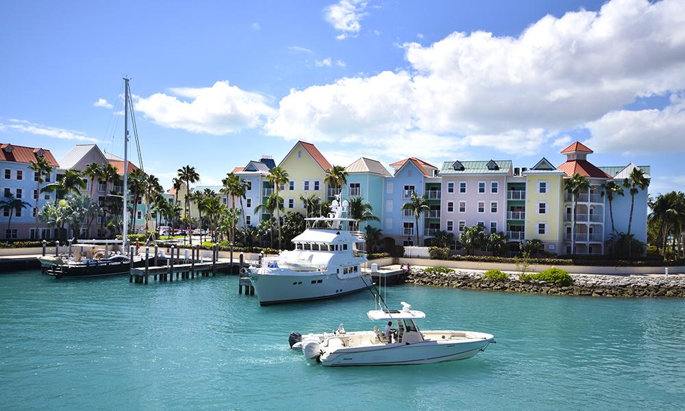 Nassau er en fargeklatt av en by. Foto: Mari Bareksten
