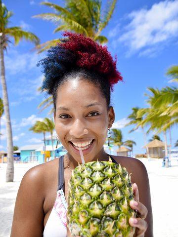 """Sjømat, konkylie, tropisk punsj og """"rice and pees"""" - Bahamas smaker godt! Foto: Mari Bareksten"""