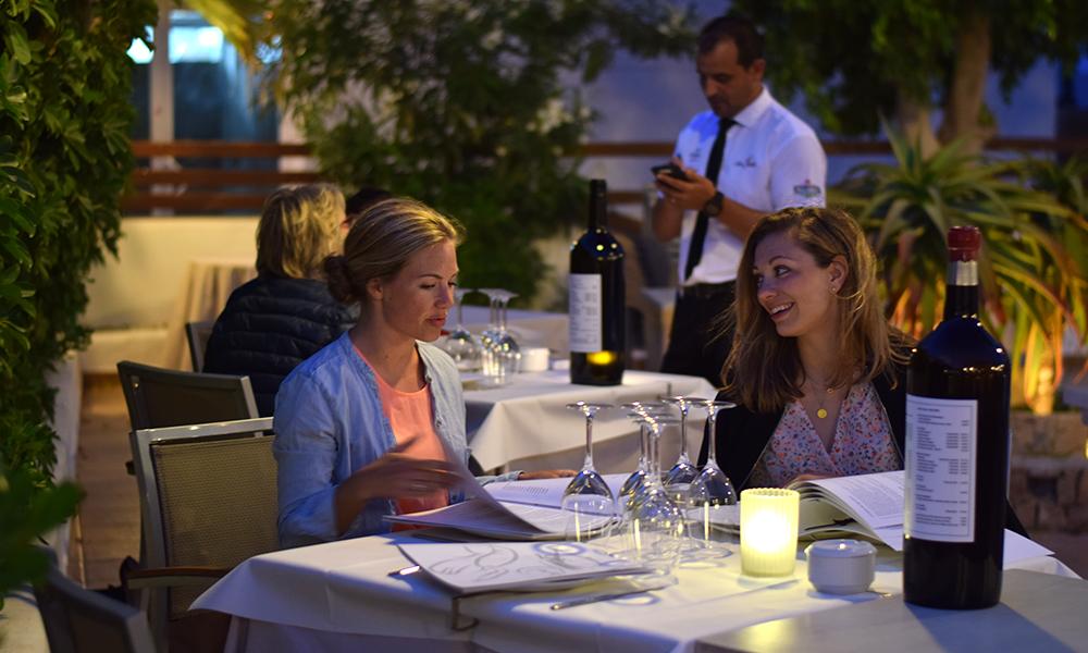 Det kryr av av koselige restauranter i Es Pujols, her fra tapasrestauranten Pinatar. Foto: Mari Bareksten