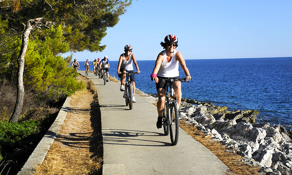 Snart kan også  vinneren rulle på to hjul langs Kroatias fine skjærgård. Foto: Torild Moland