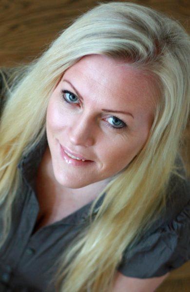 Anette Moe (35) har skrevet flere bøker og har sin egen blogg på anettemoe.no. Nå gleder vi oss til å få høre historier fra sykkelsetet i Italia. Foto: Privat