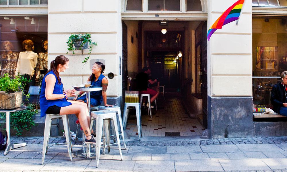 """Kos deg med """"fika"""" eller noe godt i glasset på en av Gøteborgs mange kafeer. Foto: Jennie Smith/Göteborg & Co"""