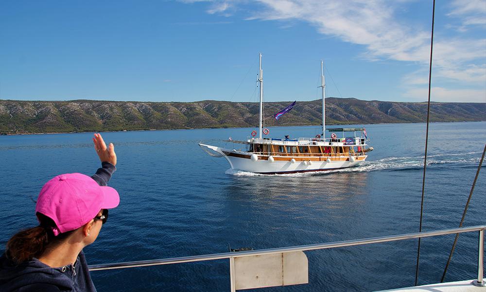Passerende skip på veien mot Korcula. Foto: Kari Wallem Bøe