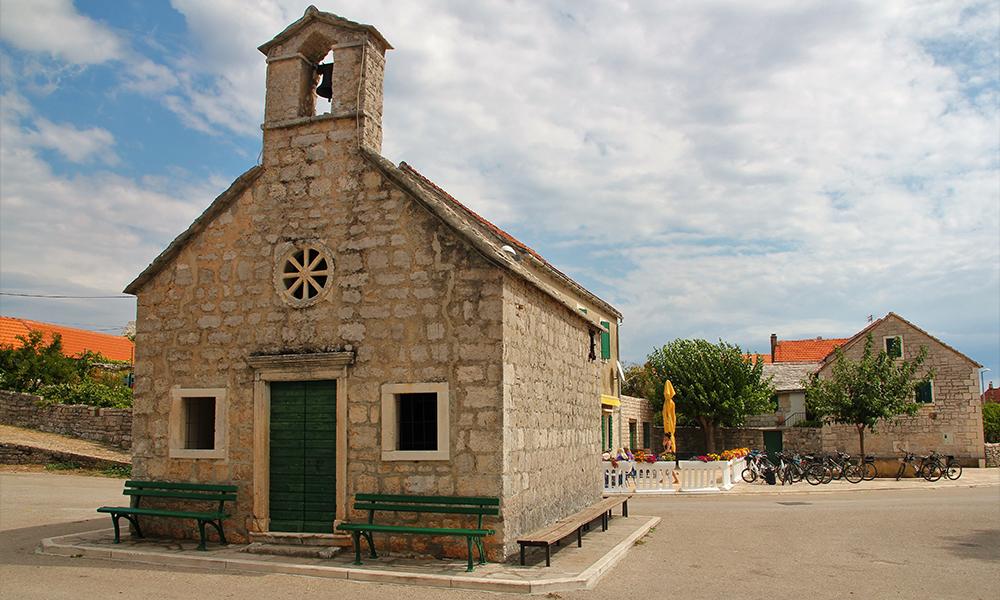 Det lille kapellet fra det trettende århundret. Foto: Kari Wallem Bøe