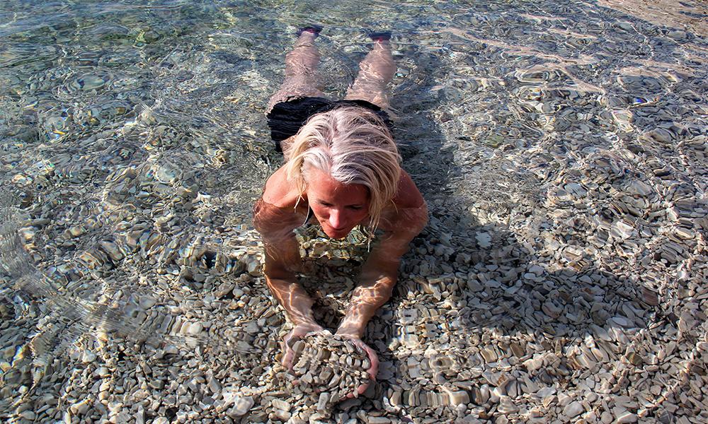 Vannet i Kroatia er så klart at det nesten ikke er mulig å bli klarere. Og en dupp føles ekstra godt når man er på sykkeltur. Foto: Kari Wallem Bøe