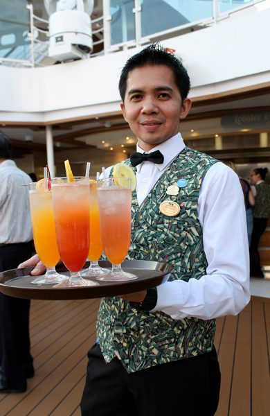 De som jobber på et cruiseskip gjør alt de kan for at du skal få en fin ferie. Husk derfor å tipse om du er fornøyd! Foto: Ida Anett Danielsen