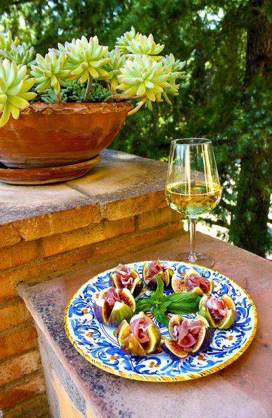 På Sicilia blir det også tid til mye god mat og vin. Foto: Ida Anett Danielsen