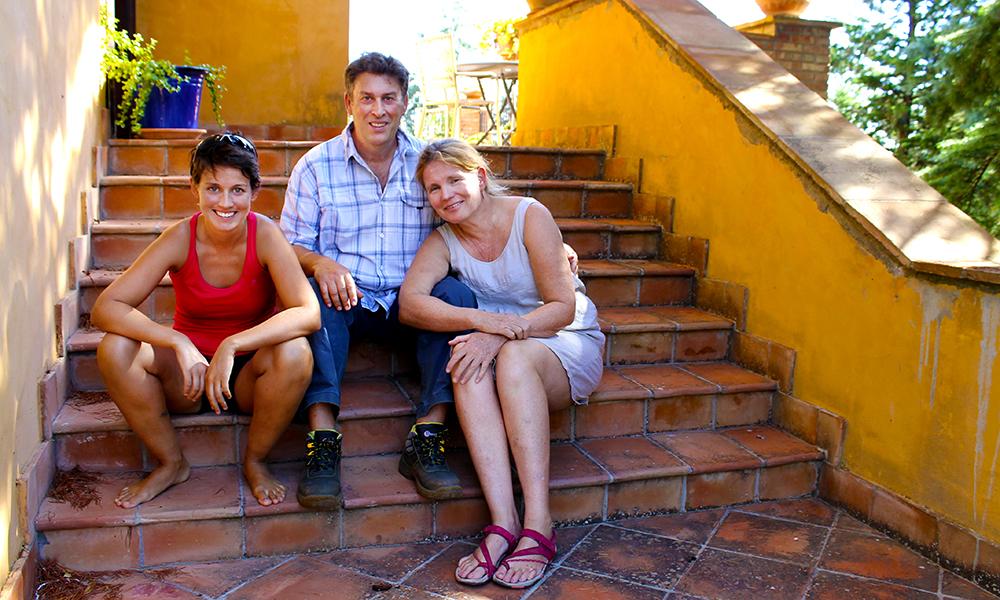Sammen med mannen Salvatore har Sissel åpnet et koselig bed and breakfast hjemme i Caltanissetta. Her med datteren Maria Astrid som er hjemme på ferie. Foto: Ida Anett Danielsen