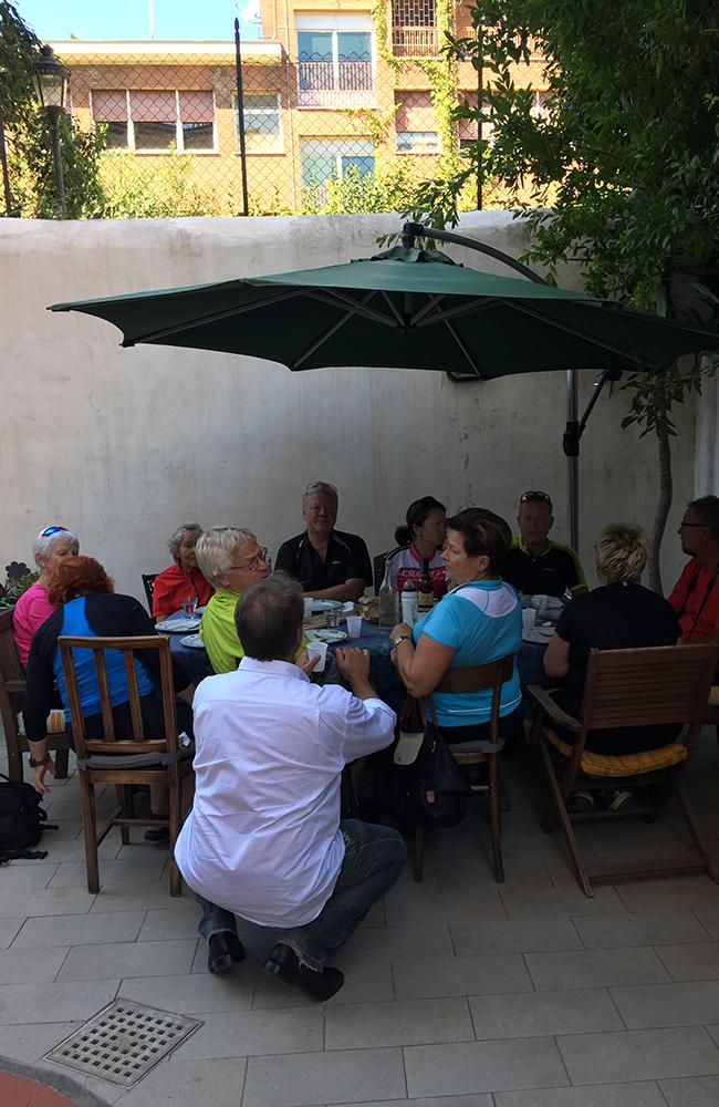 Lunsj på Dianas hus. Foto: Anette Moe