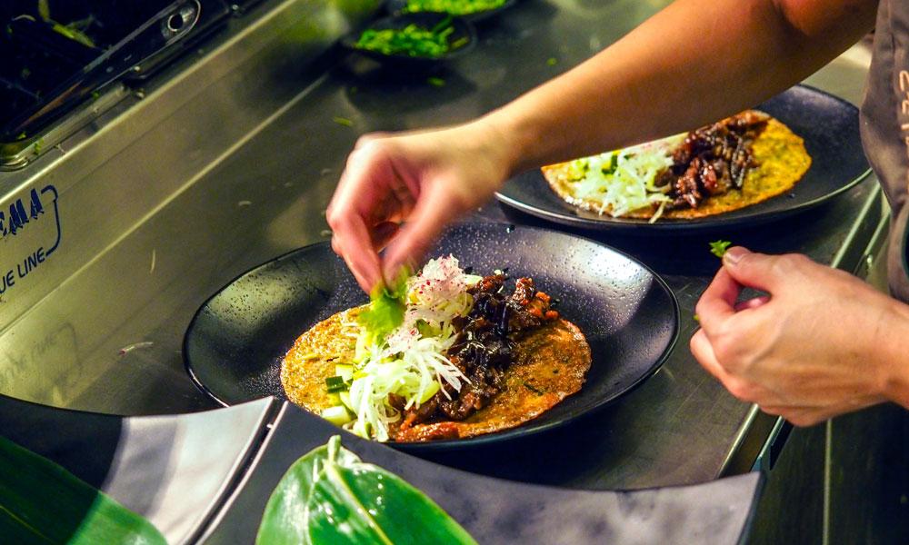 På Toso kan du hygge deg med panasiatisk mat i lun atmosfære. Foto: Mari Bareksten