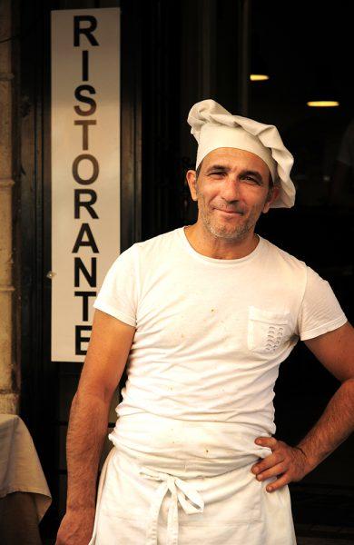 Romas kokker kokkelerer frem de lekreste pizzaer og pastaretter. Foto: Paul Hughson