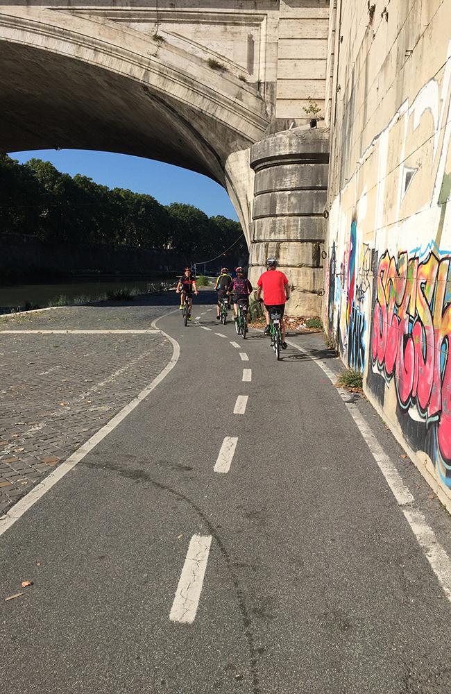 Sykling langs elva Tiber. Foto: Anette Moe