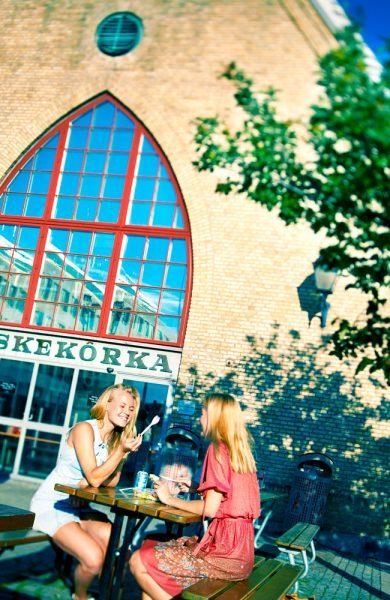 I Feskekörka, som ser ut som en kirke, har det blitt solgt fisk siden 1874. Foto: Bernstone Fotografi AB