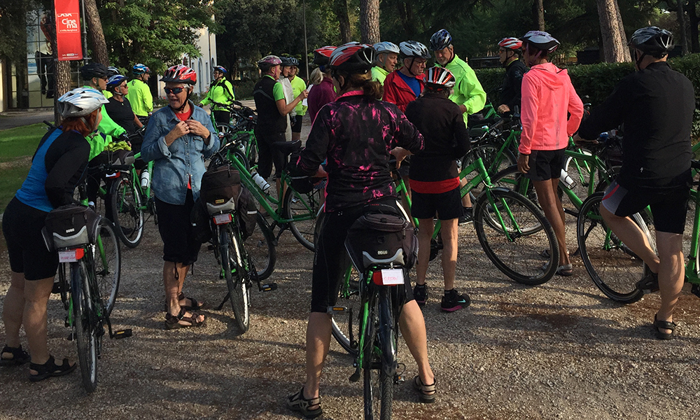 Hele gruppa er på 24 personer + guider. Foto: Anette Moe