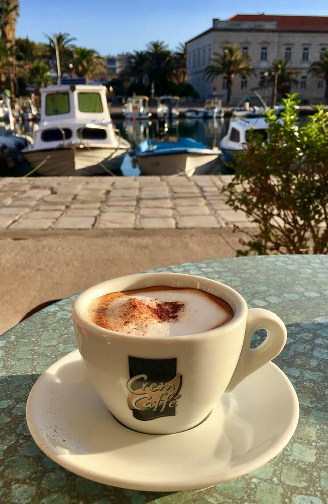 Morgenkaffe i havnen. Foto: Kari Wallem Bøe