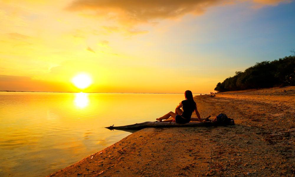 Både soloppgangen og solnedgangen er sagnomsust på Giliøyene, som hver for seg ellers er ganske forskjellige. Foto: Preben Danielsen