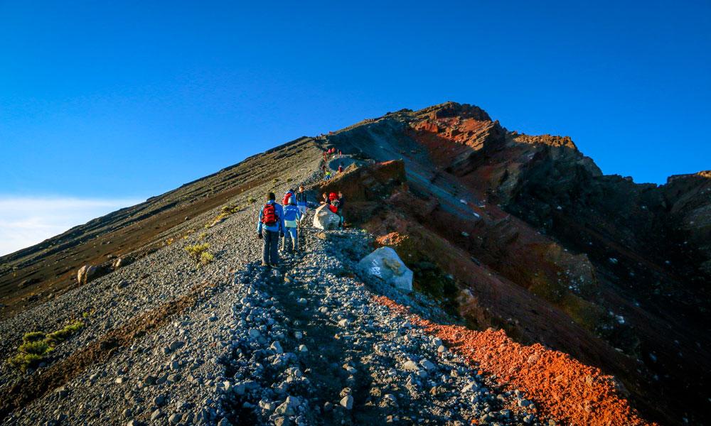 Nordmenn må på tur opp til den mektige vulkanen Gunung Rinjani. Foto: Preben Danielsen