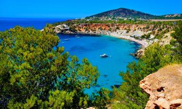 Stranden Cala d´Hort er en favoritt for mange, her finner du rolige omgivelser. Foto: Mari Bareksten