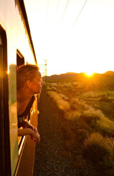 Alle kan bidra til mindre utslipp ved å ta toget istedenfor å fly en gang iblant. Foto: Ronny Frimann