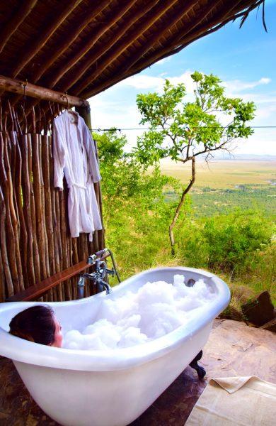 I tillegg til safari kan man på Kilima Camp også nyte utsikten over savannen fra badekaret i lodgens spaavdeling. Foto: Mari Bareksten