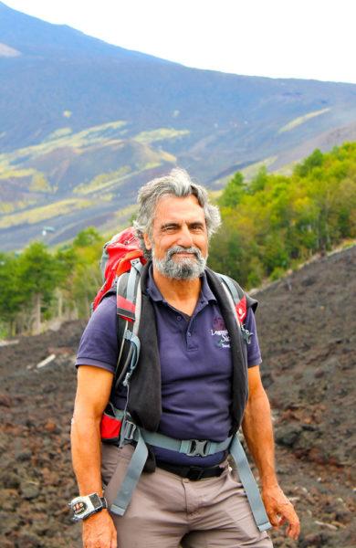 Fotturen blir ekstra spennende sammen med den kunnskapsrike guiden Edward Tronchet. Foto: Ida Anett Danielsen