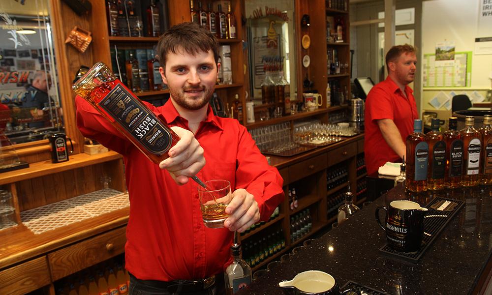En rundtur på Nord-kysten må gjerne gå innom en bar – eller to. Foto: Runar Larsen
