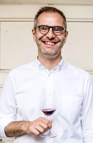 Innfødte Jan Valenta (39) er guide for turselskapet Taste of Prague. Foto: Privat (tasteofprague.com)