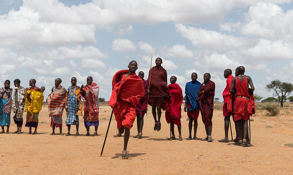 Vi ble tatt vel imot av masaiene og fikk oppvisning i både dans og hvordan de lager bål uten fyrstikker. Foto: Stian Klo