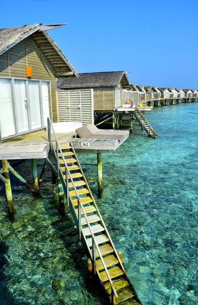 Her bor man på stylter ute i havet, med private solsenger og skikkelig luksus. Foto: Torild Moland