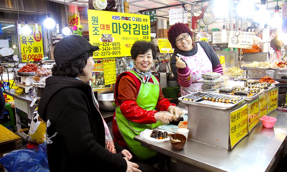 I Seoul er det bare å la seg forføre av det kulinariske kaoset. Hvordan kan du lese på s. 24 i det nye magasinet. Foto: Runar Larsen