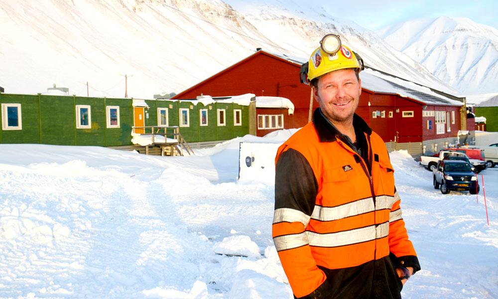 Tommy Forsbakk (42) sikrer nødvendig vedlikehold og sikkerhet i Sveas kullanlegg. Foto: Runar Larsen