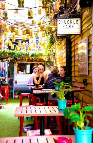 Byens unge innbyggere elsker kaffe nesten like mye som de elsker kaféliv. Foto: Mari Bareksten