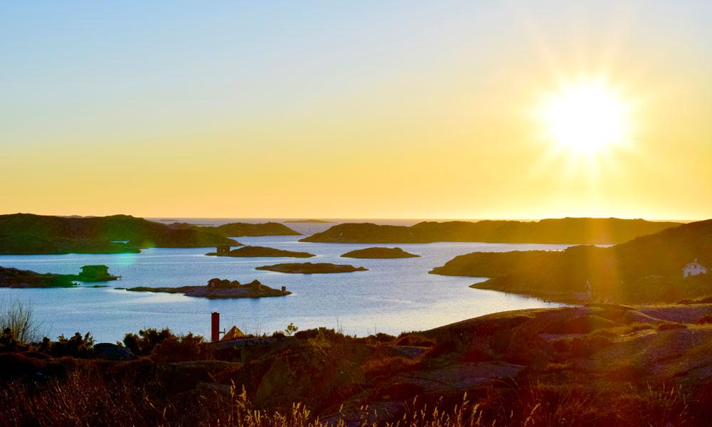 Vakker solnedgang over svenske skjærgården. Foto: Mari Bareksten