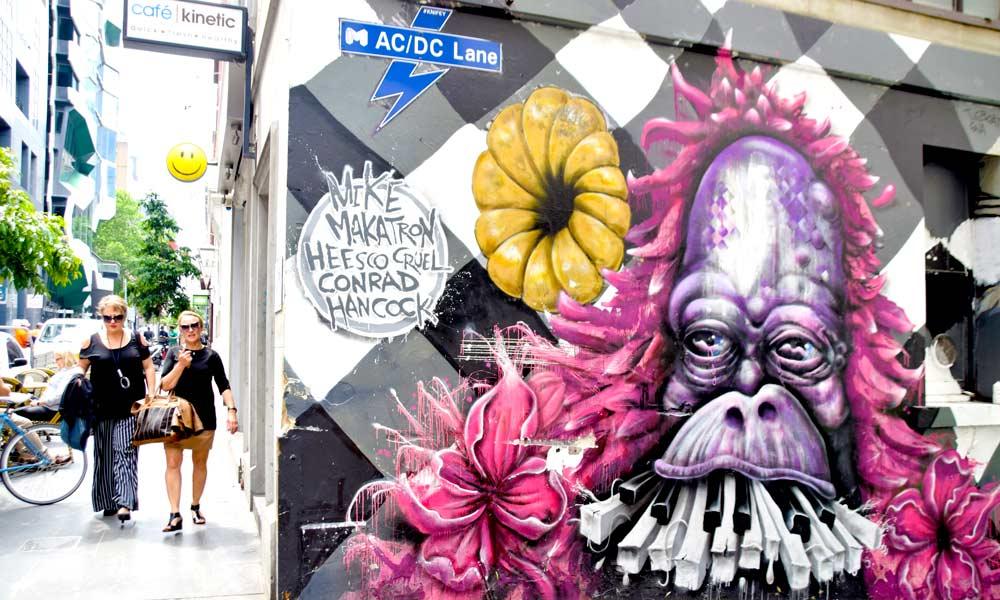 Flinders Lane er sammen med Hosier Lane og AC/DC Lane (bildet) de beste gatene å se gatekunst. Foto: Mari Bareksten