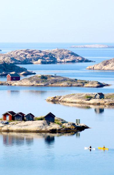 Grebbestad er en populær sommerby for nordmenn, som gjerne også kommer båtveien – eller havets E6 som det kalles om sommeren. Foto: Ingela Holgersson