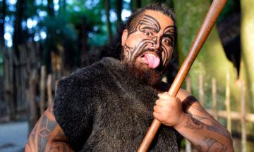 Maori som viser viser tunge