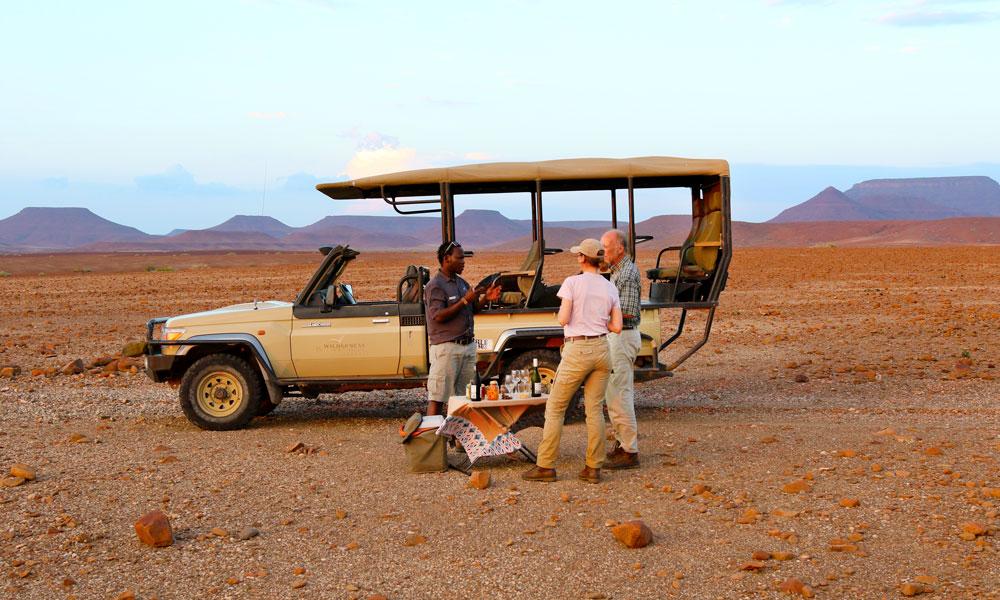 Matstopp foran safaribilen