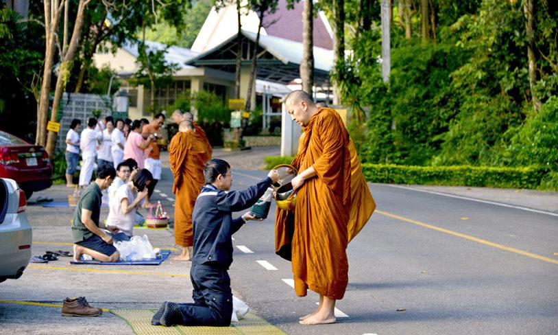 2. Bo i et kloster